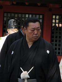 Kitanoumi_in_sumiyoshi_taisha_1__4